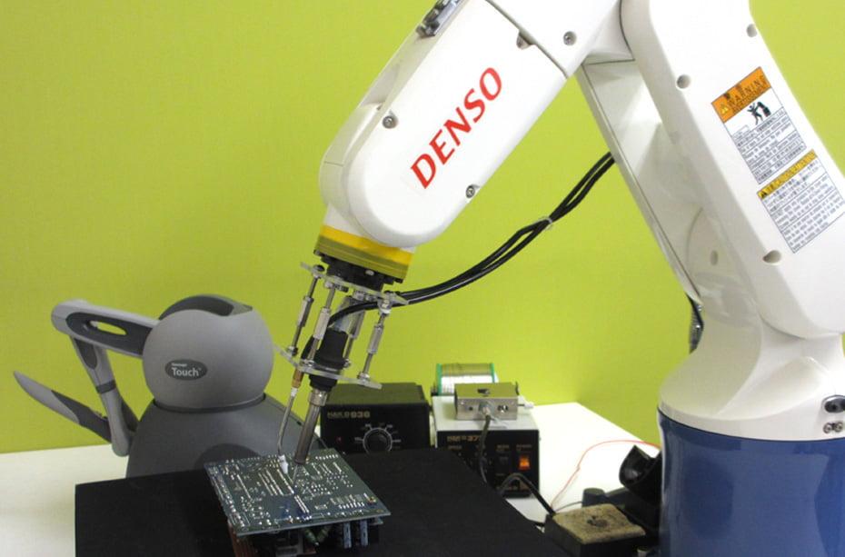 はんだ付けロボットの画像