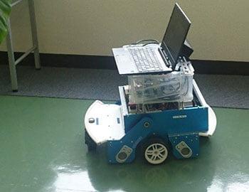 自動走行ブラシ掛けロボット