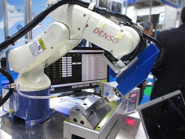 2019国際ロボット展エアマイクロ自動内径測定システム画像01